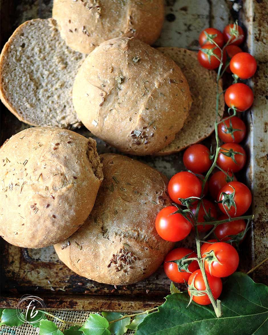 pane di segale alle erbe aromatiche e semi di lino